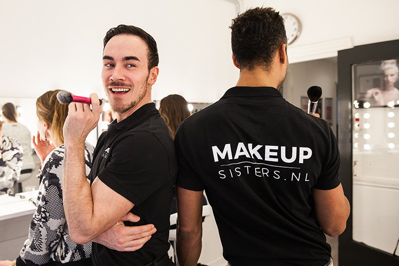 Opening make-up sisters
